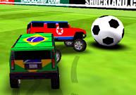 Une voiture frappe dans un ballon de foot