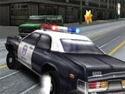 Arrêter les malfaiteurs sur la route dans une voiture de police