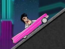 Conduite de Cadillac rose par un sosie d'Elvis Presley
